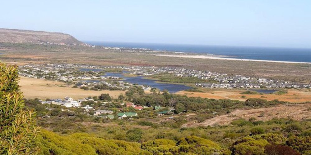 """""""Greening"""" Spatial Apartheid: Op-ed article on """"eco-estates"""" and urban elite spaces of South Africa"""